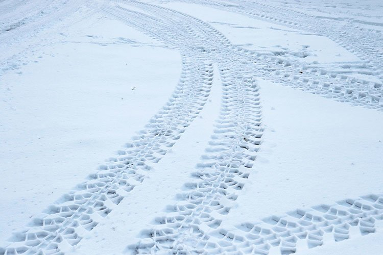 tire tread in the snow example image 1