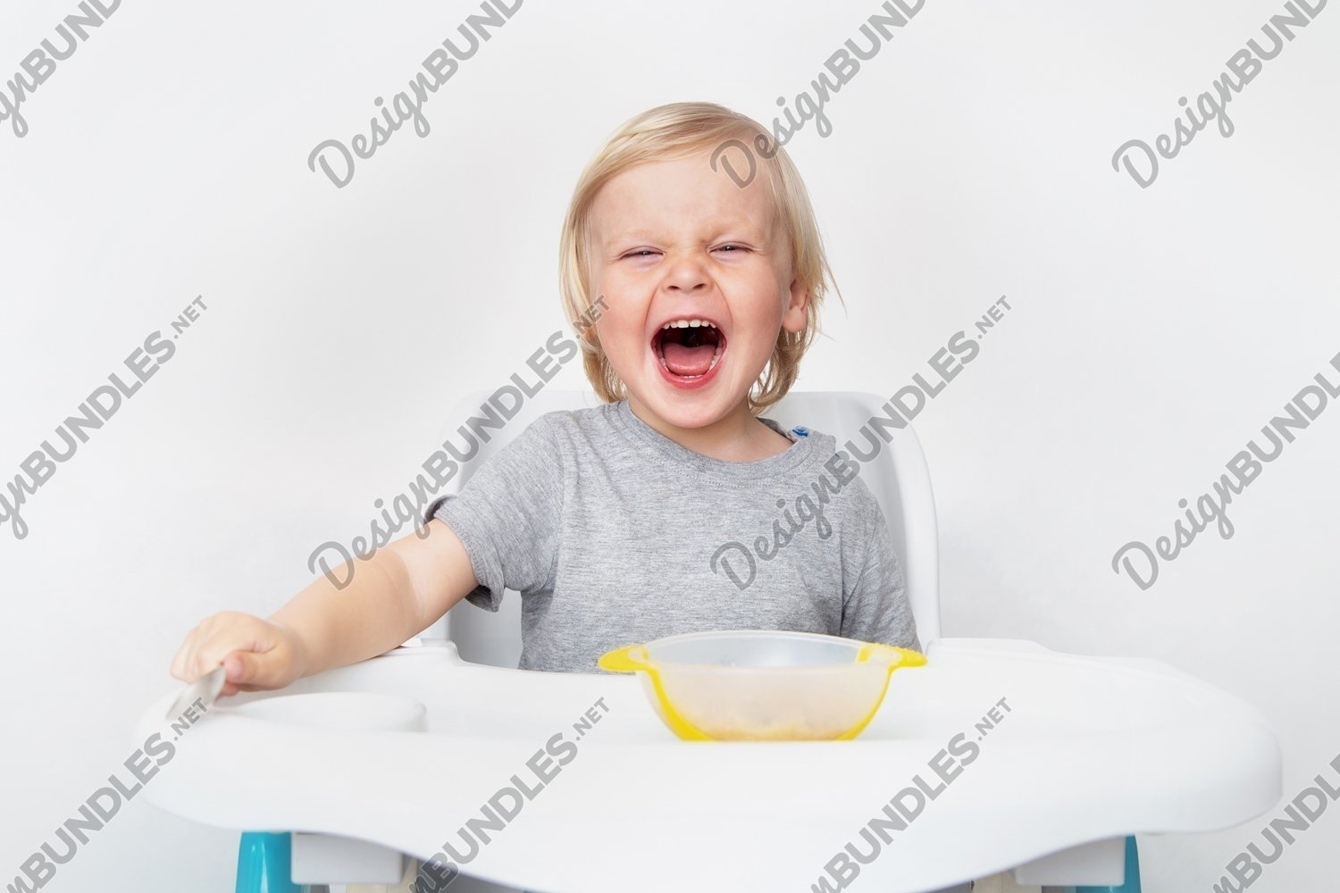 Photo of a child who does not want to eat example image 1