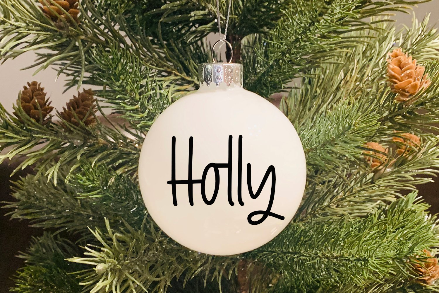 Holiday Lights - A Hand-Lettered Christmas Font example image 4