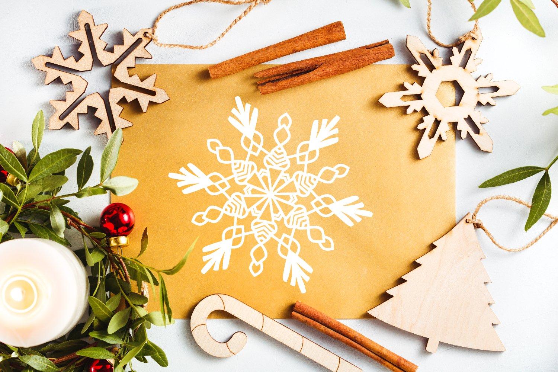Flakes - A Dingbat Snowflake Font example image 5