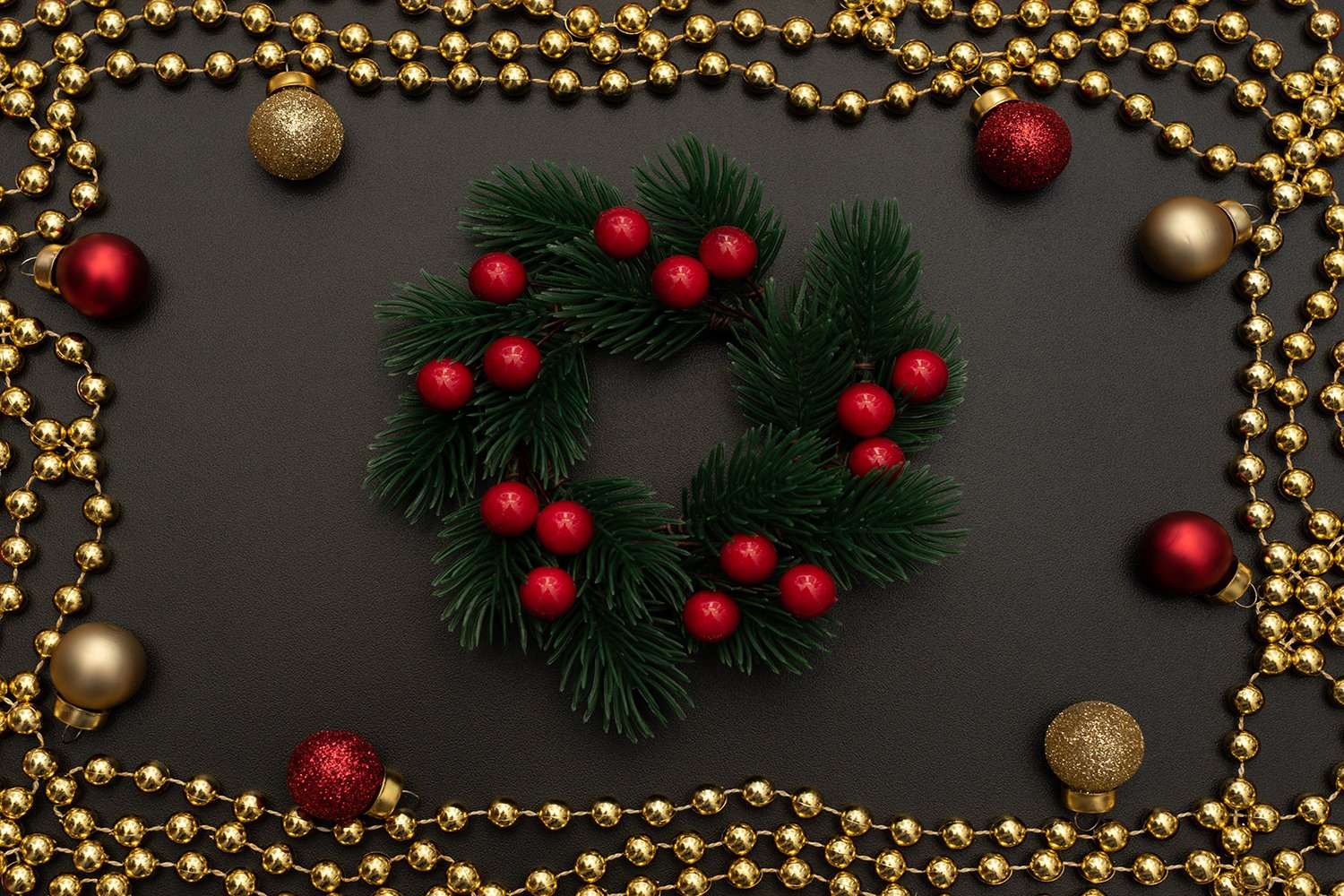 Christmas wreath with berries, golden beads example image 1