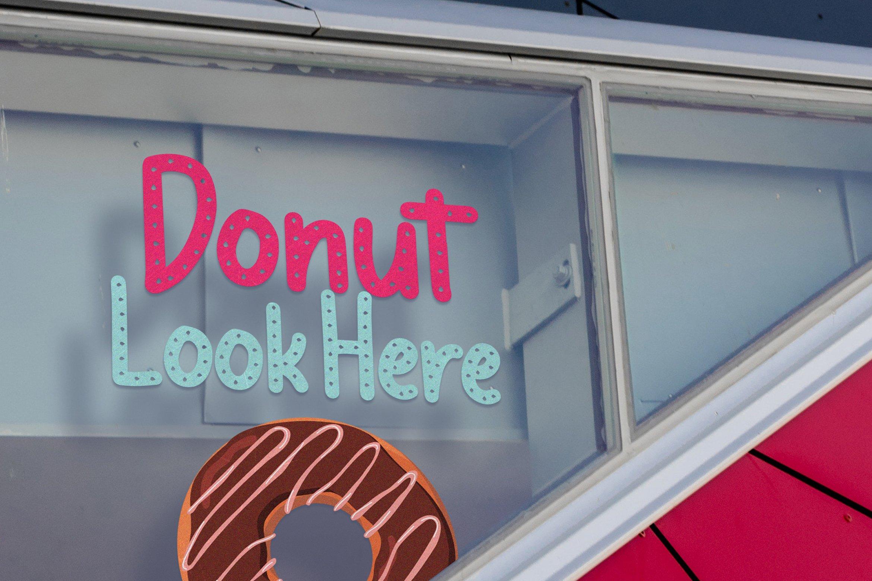 Meises - Doughnut Font example image 6
