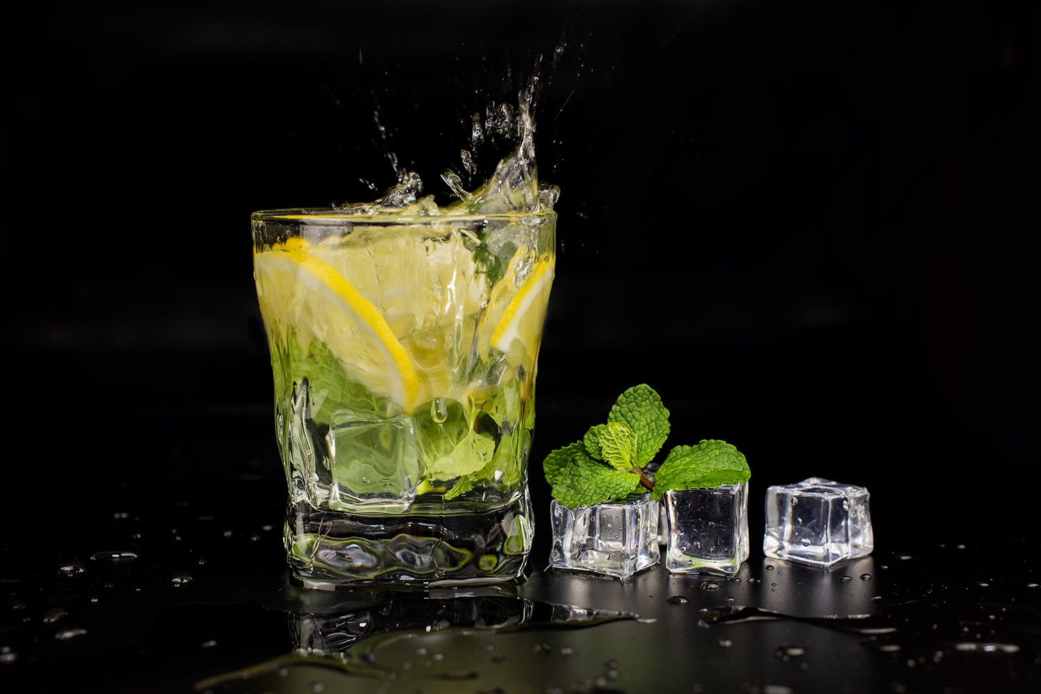 mojito cocktail drink with mint and lemon lime i example image 1