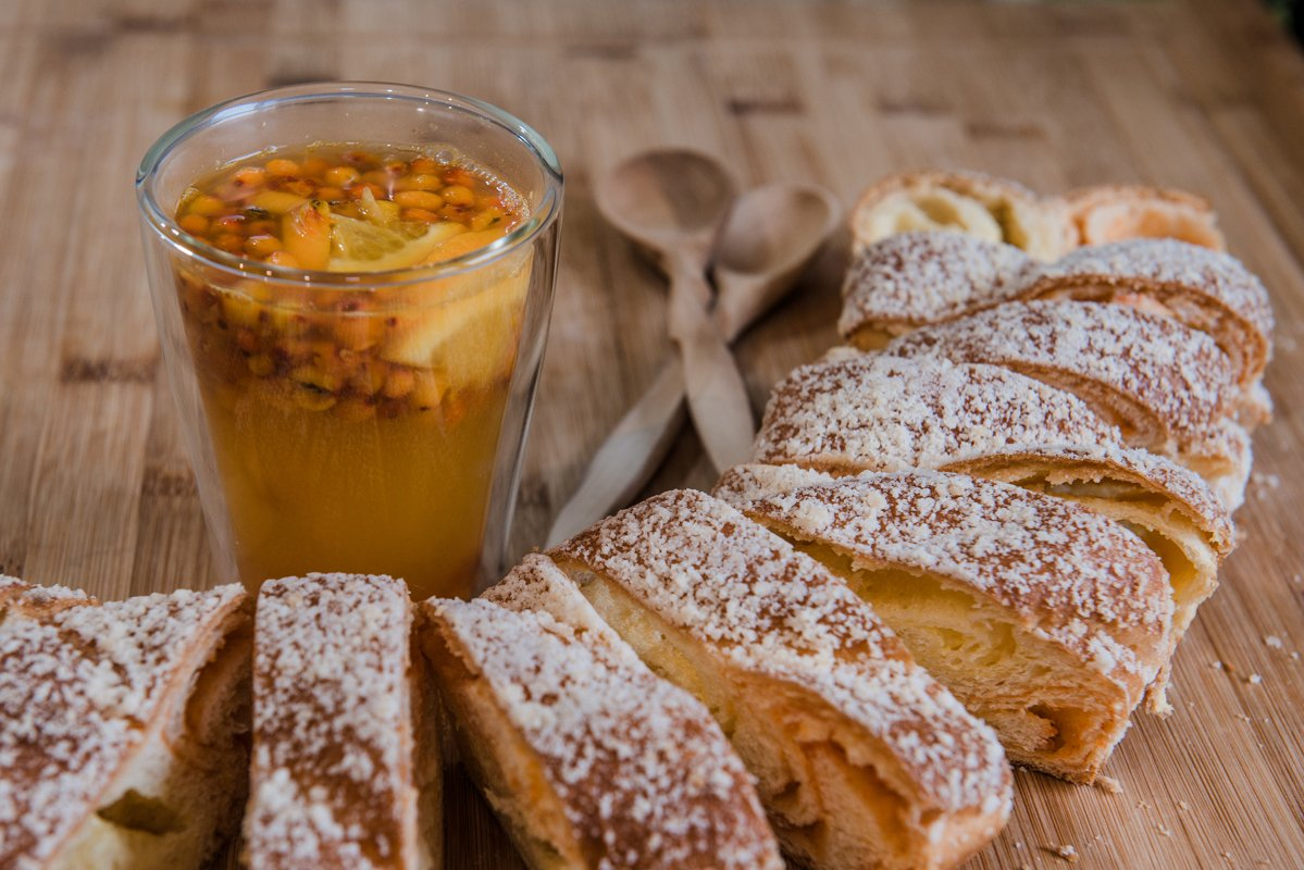 sea buckthorn and orange tea with strudel example image 1