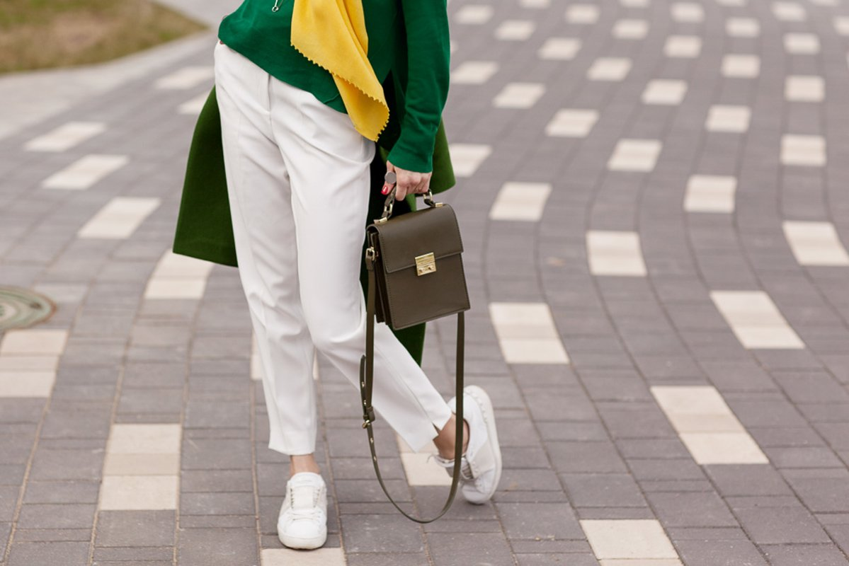 Stylish girl in a spring look example image 1