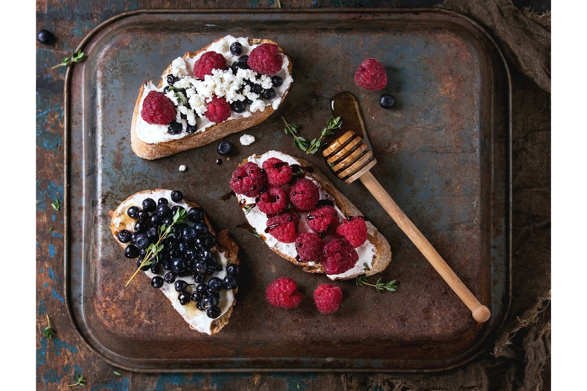 Dessert sandwiches with berries example image 1