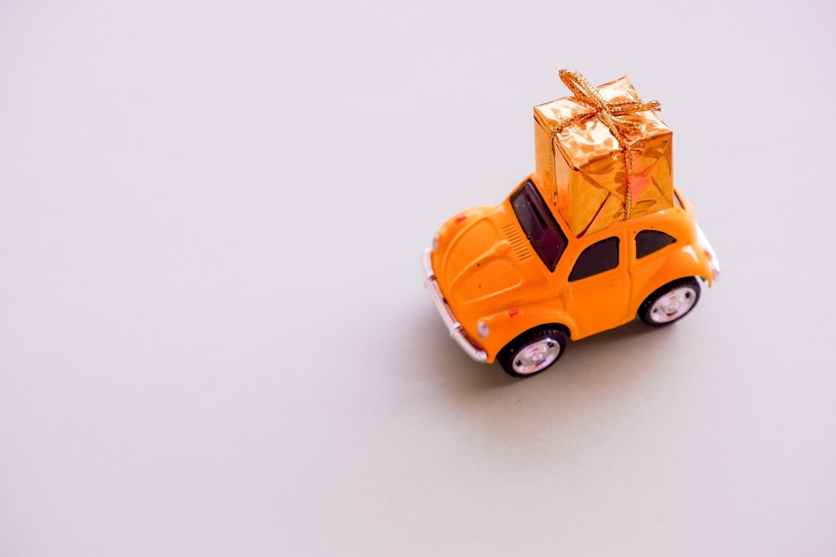small toy car and present. Delievery example image 1