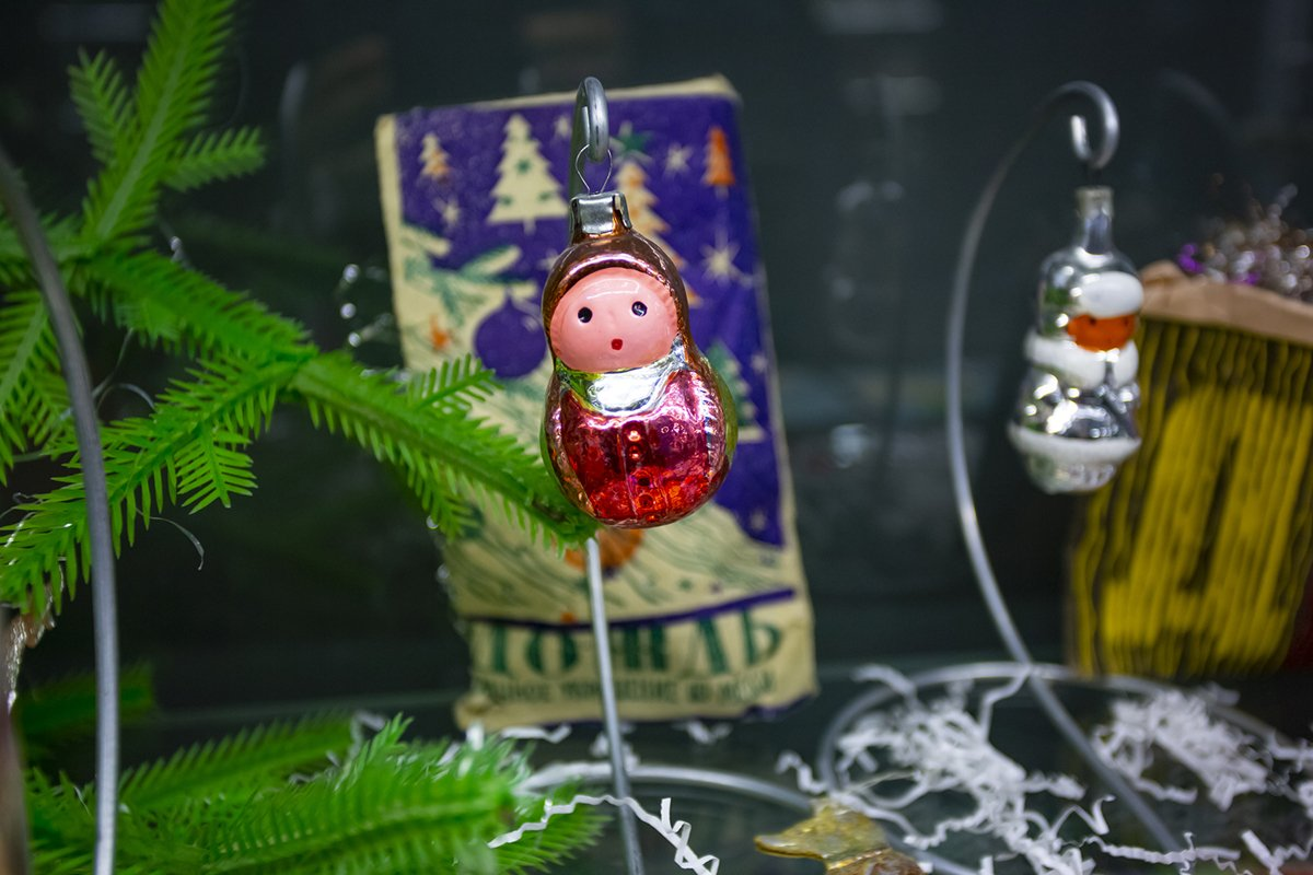 Vintage Christmas tree toy decorations example image 1