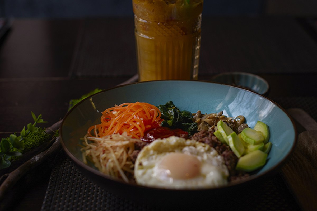 Korean dish bibimbap example image 1