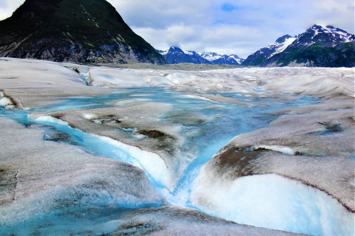 Incredible photos from landing on a glacier in Alaska example image 1