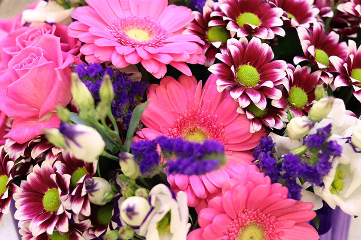 Flower arrangements. Beautiful bouquets for the holidays. example image 1