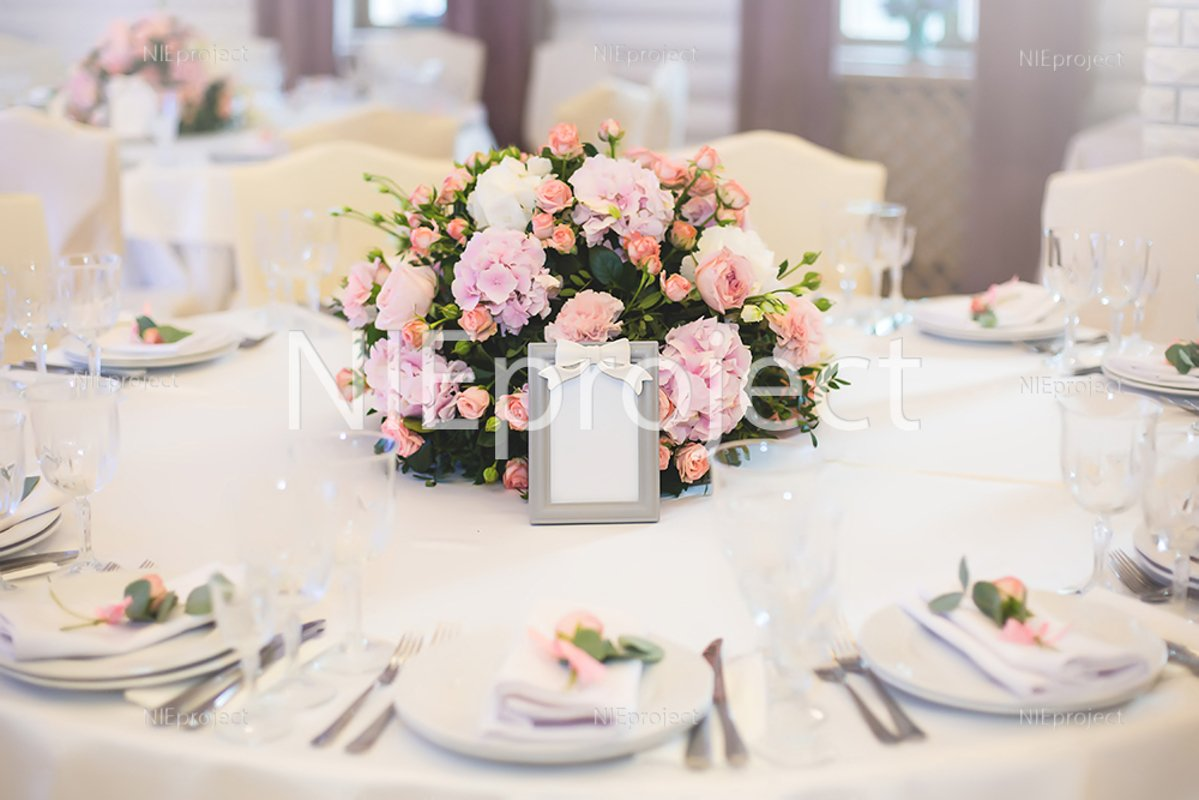 Guest table, with bouquet from petals and a number example image 1