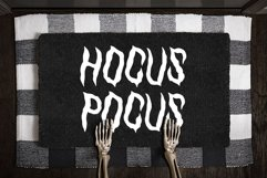 HalloQueen / Spooky Halloween font Product Image 3