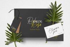 Royana Font Product Image 3