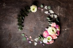 Floral round frame Product Image 1