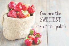 Strawberry Farm | A Serif Font Product Image 2