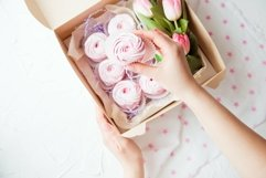 Pink gift marshmallow and flowers in a box Product Image 1