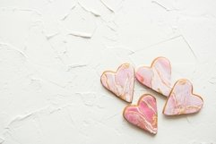 Four cookies in the shape of marble white hearts Product Image 1