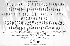 Karlostine Font Product Image 5