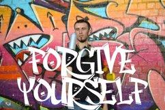 Rhieknuza - Graffiti Font Product Image 4