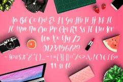 Roselowe Typeface Product Image 5