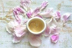Body cream & peony petals Product Image 1