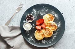 Cheese pancakes with strawberries Product Image 1