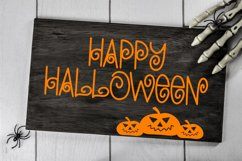 Chills & Thrills - A Swirly Halloween Font Product Image 3