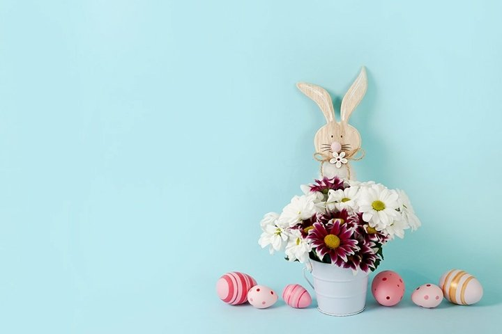 Easter spring blue background with flowers, wooden bunny