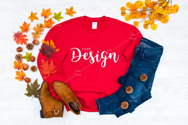 Gildan 18000 Crewneck Sweatshirt Red T-shirt Mockup Fall