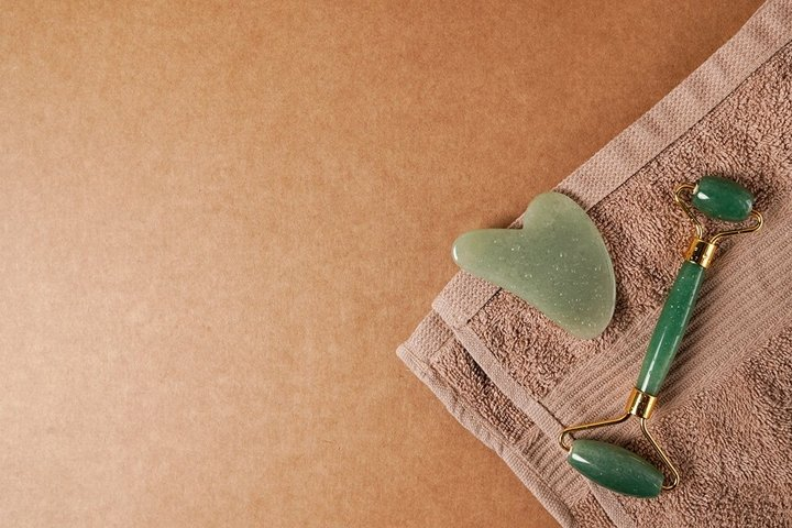 Natural skincare and spa products green jade face roller