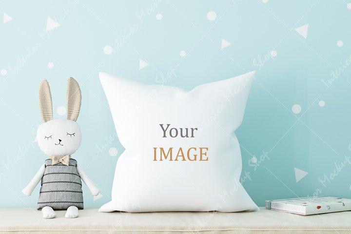 Pillow Mockup, White Pillow Mockup / 255