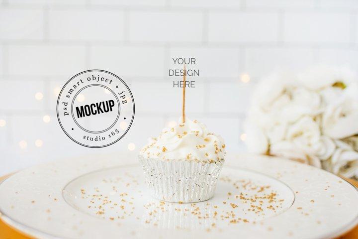 Cupcake Topper Mockup   JPG and PSD Smart Object   Wedding