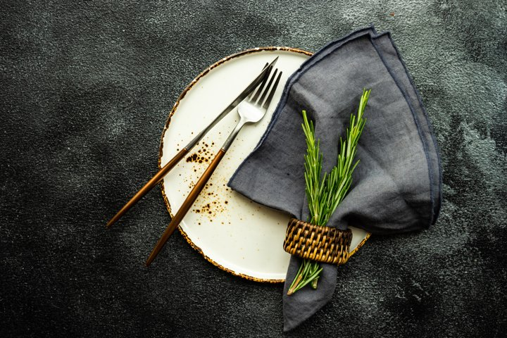 Table setting with ceramic plate and cutlery
