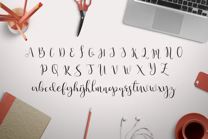 Julia's Dream - Free Font of The Week Design5