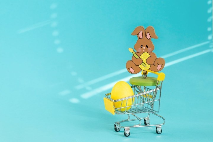 In the supermarket trolley lies yellow egg