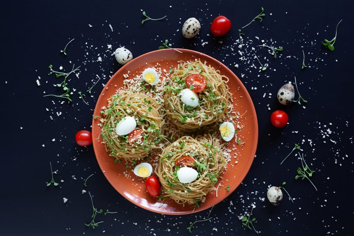 Buckwheat noodles with quail eggs, tomatoes and microgreen.