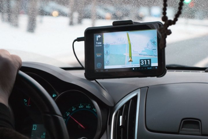 Driving a car with GPS device over dashboard
