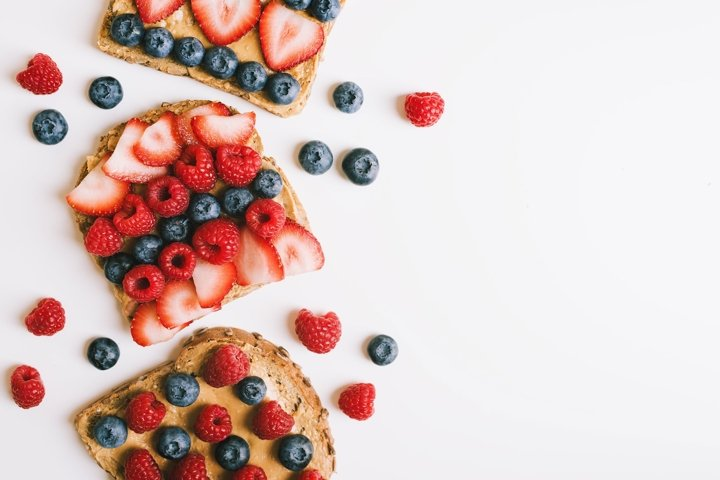 Breakfast toasts with peanut butter