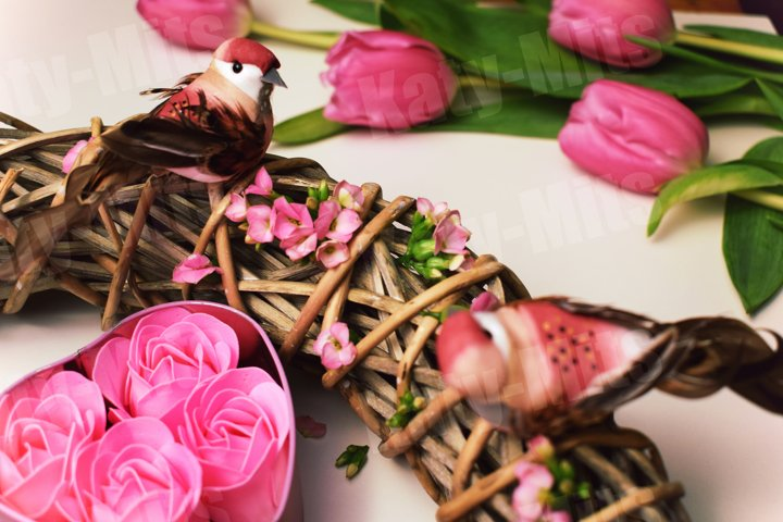 Gift box with rose soap flowers with decorative birds