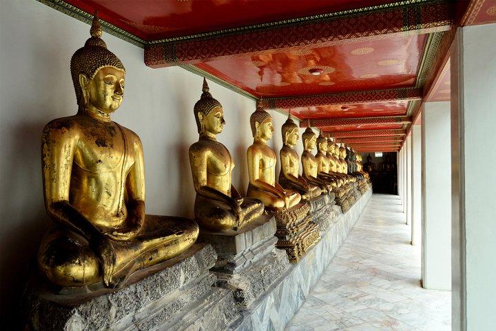 Thailand, Bangkok Wat Mahathat temple, Golden Buddha Statues