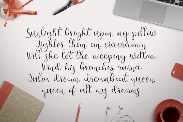 Julia's Dream - Free Font of The Week Design1