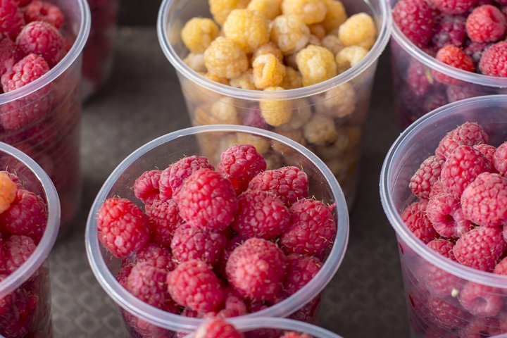 fresh berries in fruit pattern texture