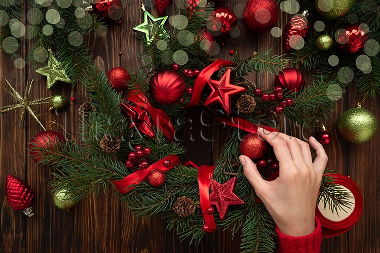 Florist hands making Christmas wreath example image 1