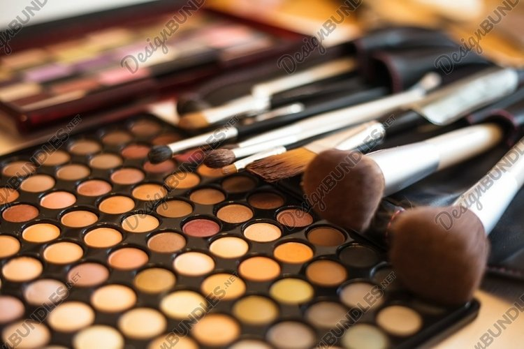 Eye shadow palette example image 1