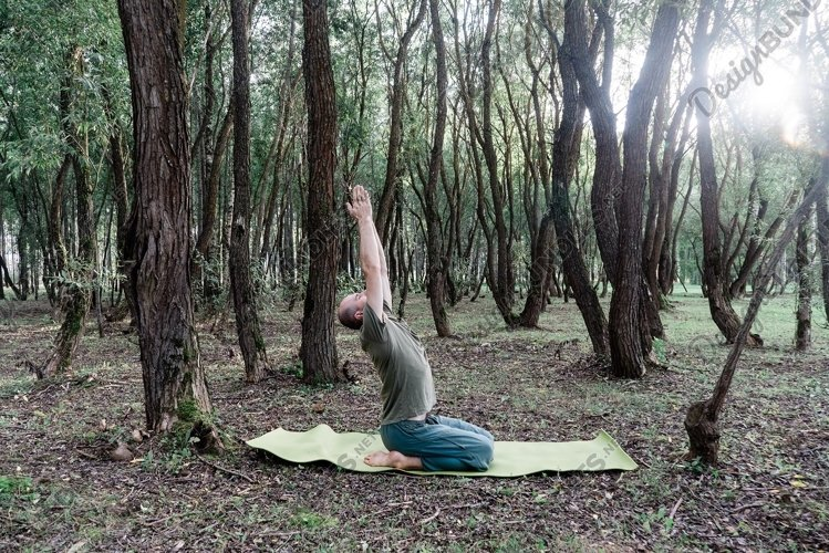 outdoor yoga class example image 1
