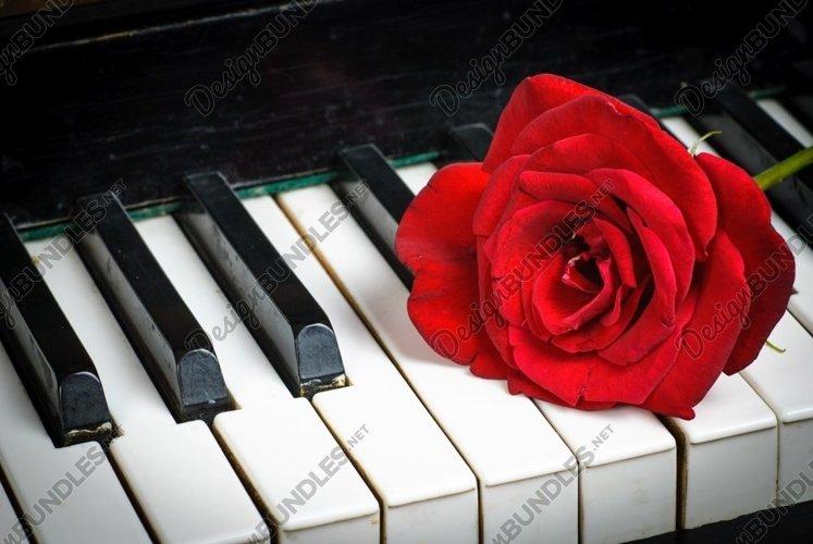 Retro piano keyboard example image 1