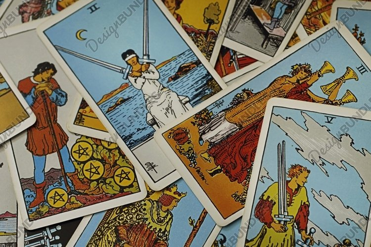 Fortune-telling on traditional tarot cards