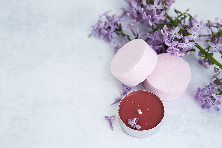 Bath salt in effervescent tablets with lilac flowers