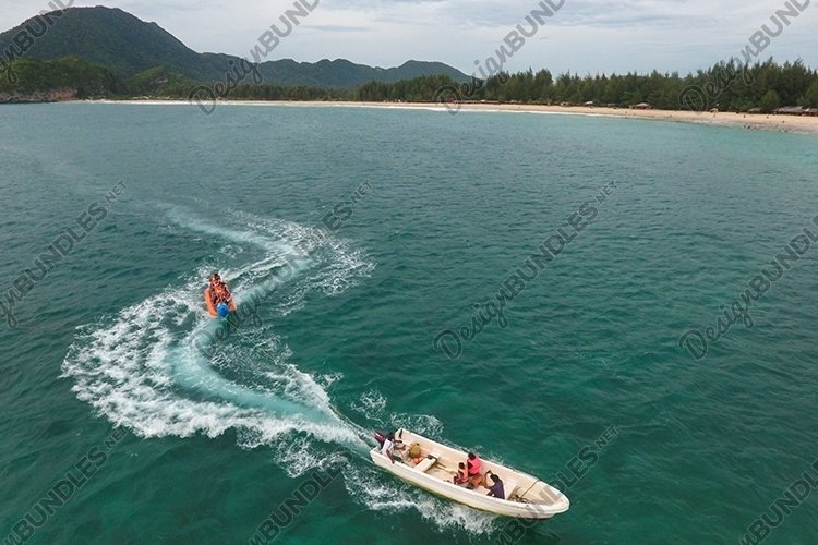 Speed boat playing with banana boat example image 1
